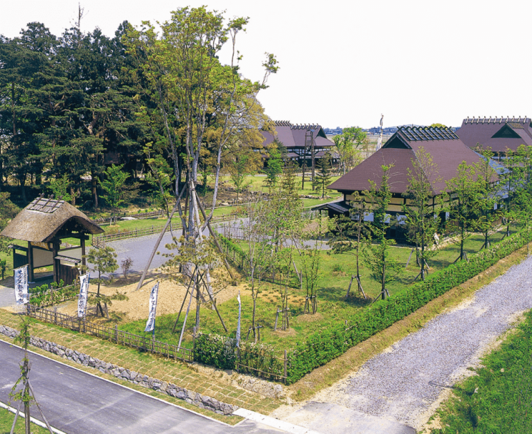 民家苑「木戸五郎兵衛村」・中央公園